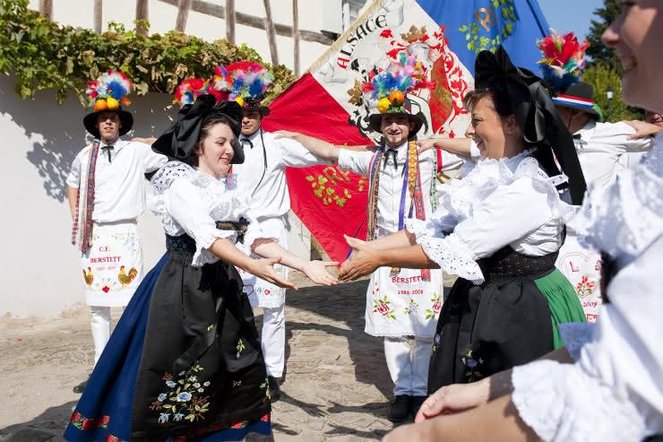 Costumes folkloriques alsaciens