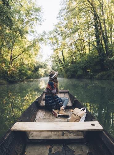 Barque à fond plat dans le Ried