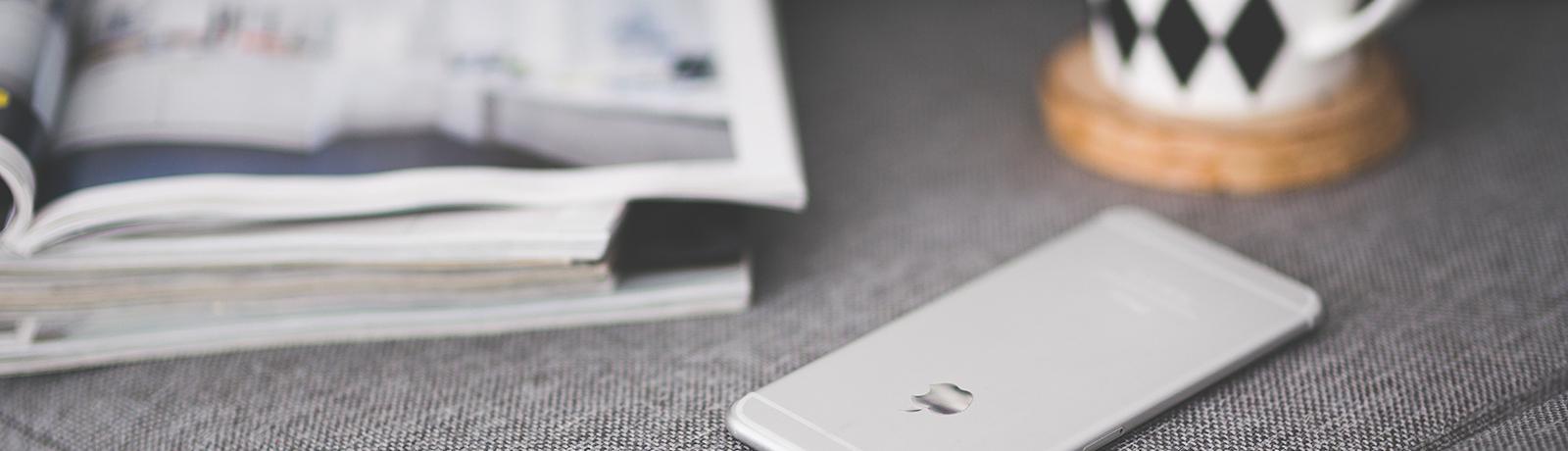 Magazine café smartphone