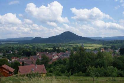 Vue sur le sommet du Voyemont à Salles © OTVB