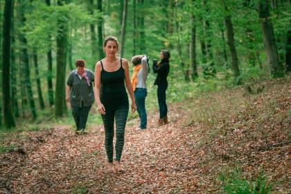 Manuela Peschmann Thérapie Forestière HD_@Emilie Fux - Bain de forêt 2021