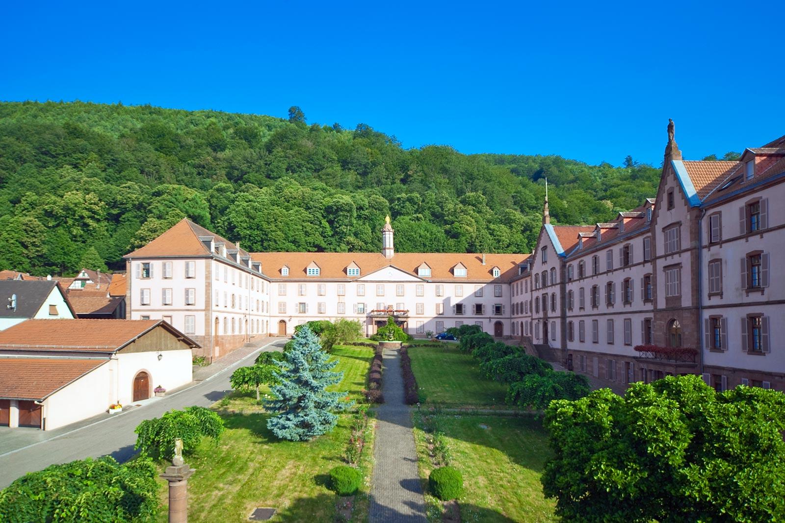 Maison des Sœurs du Très Saint-Sauveur, Oberbronn, Alsace, vue extérieure