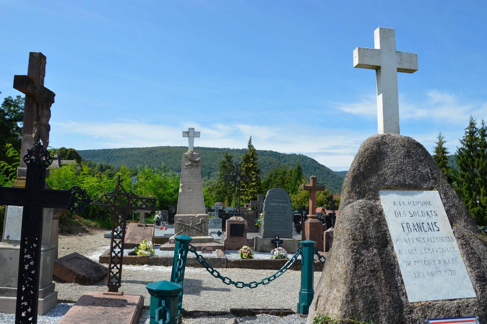 Vue détaillée des deux tombes