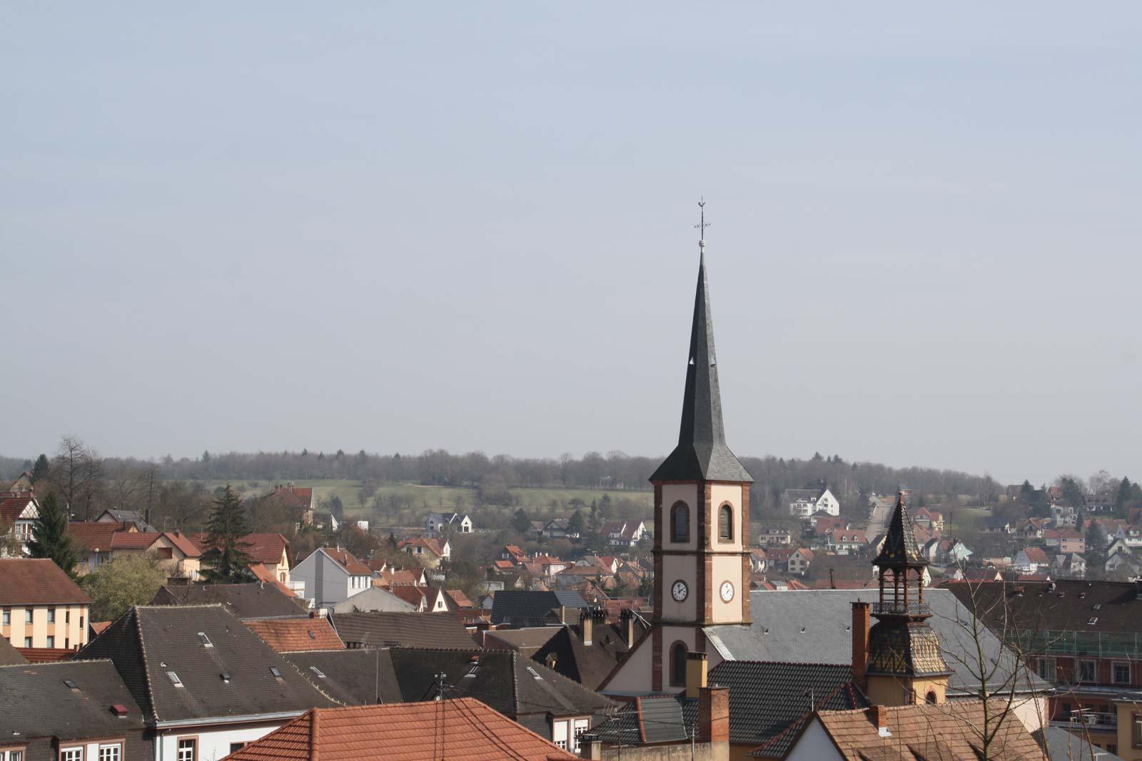 Vue sur l'église St Jean, Niederbronn-les-Bains, Alsace