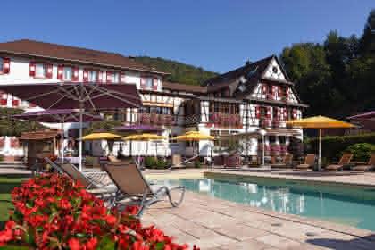 Hôtel-restaurant Au Cheval Blanc, Niedersteinbach, Alsace, vue extérieure