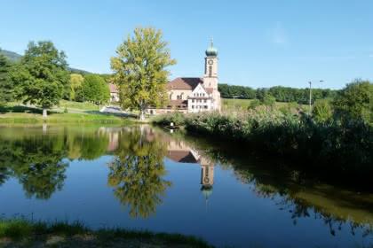 L'étang et la basilique de Thierenbach - Crédit: M. Balaguier