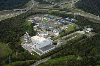 Vue aérienne de la station d'épuration et de l'usine d'incinération de Sausheim
