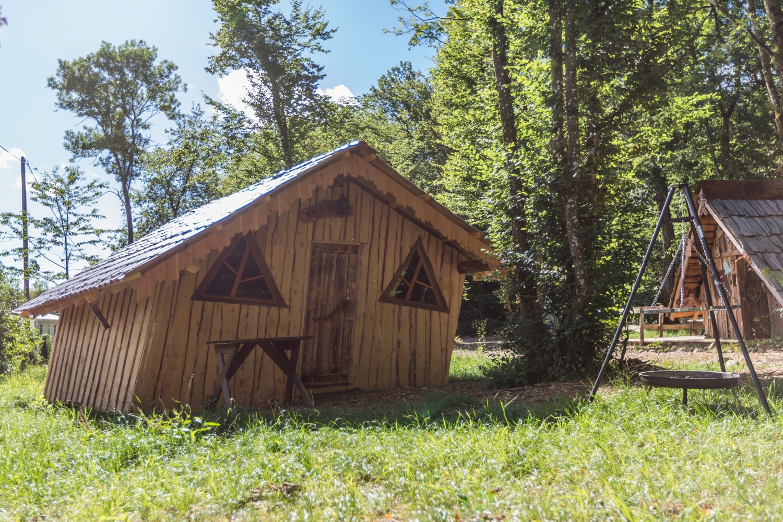 Extérieur de la cabane d'Hansel © Camping les Castors