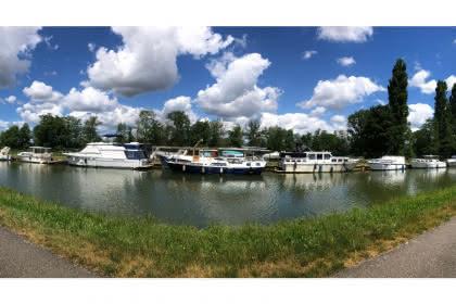 Les pistes cyclables le long du canal par JP Girard.