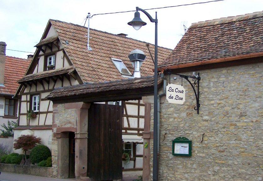 Façade extérieure du restaurant, depuis la route principale
